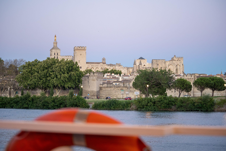 Le Palais des Papes vue du Rhône